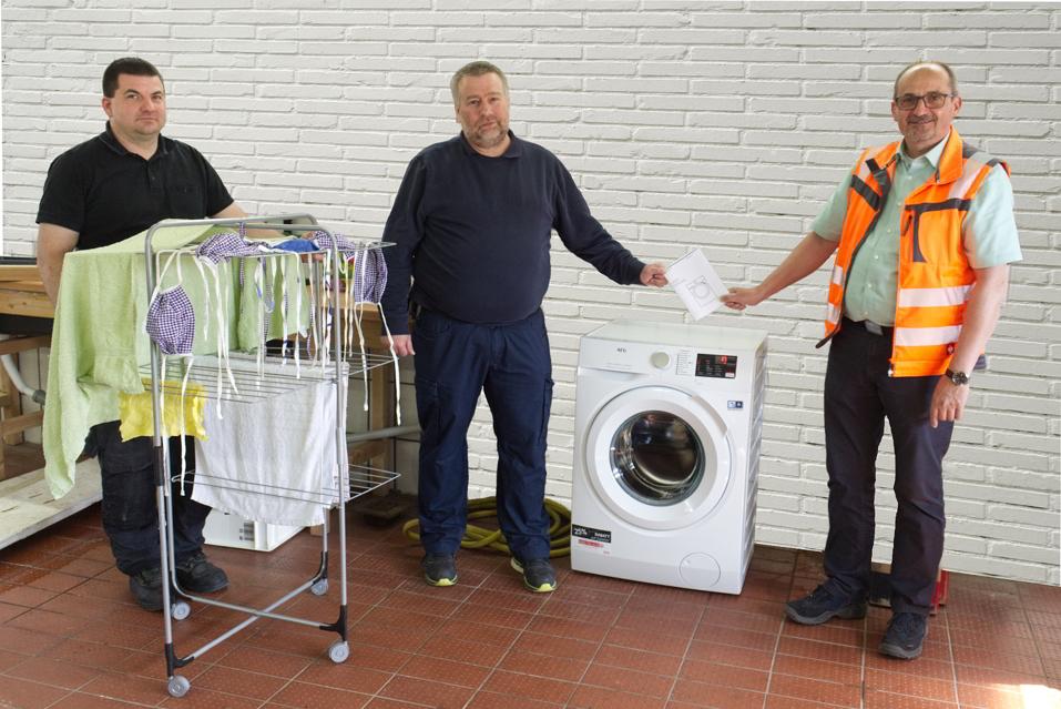 v.l.n.r: Gerätewart Julian Kassel, Andreas Schröder, Wehrleiter Franz-Josef Preis